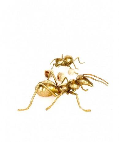 Fémből készült óriás arany hangya lakásdísz