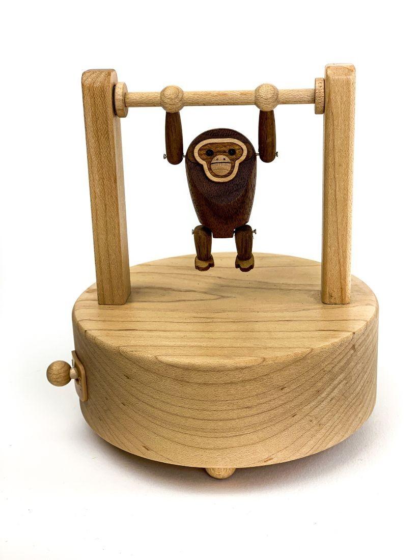 Húzódzkodó gorilla retró mozgó fa játék