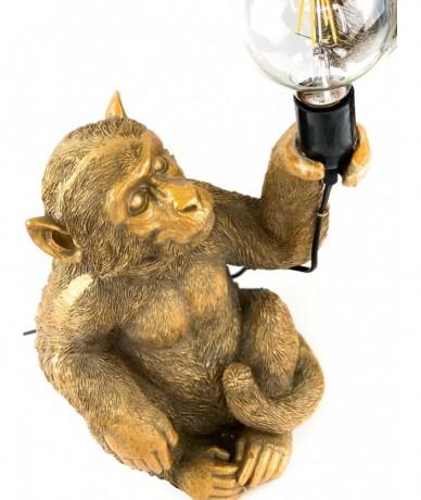 Modern majomlámpa. A szépen kidolgozott arany majom kezében lámpával.