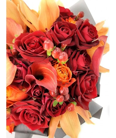 Round posy in the colours of the orange autumnal forest