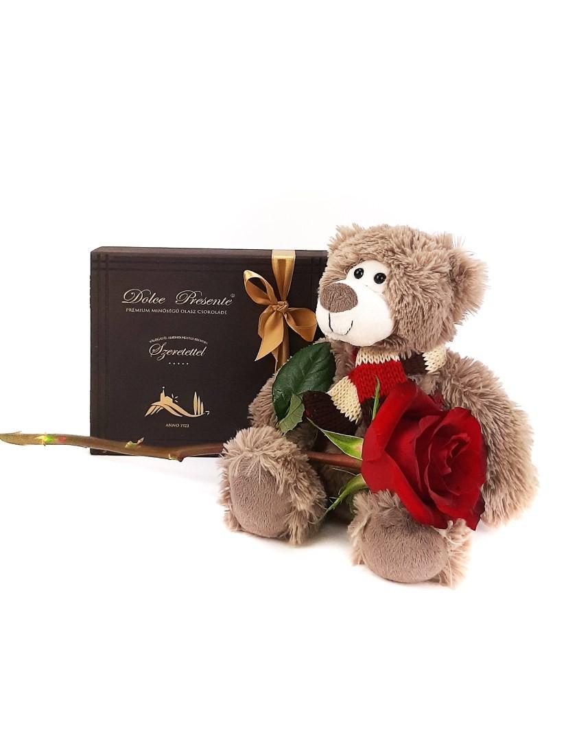 Egy szál vörös rózsa játékmackóval és csokival