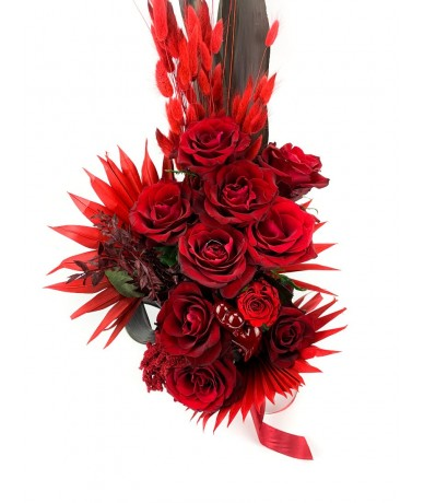 romantic long bouquet of red roses