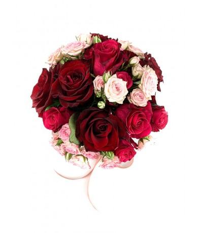 Pink és vörös rózsacsokor