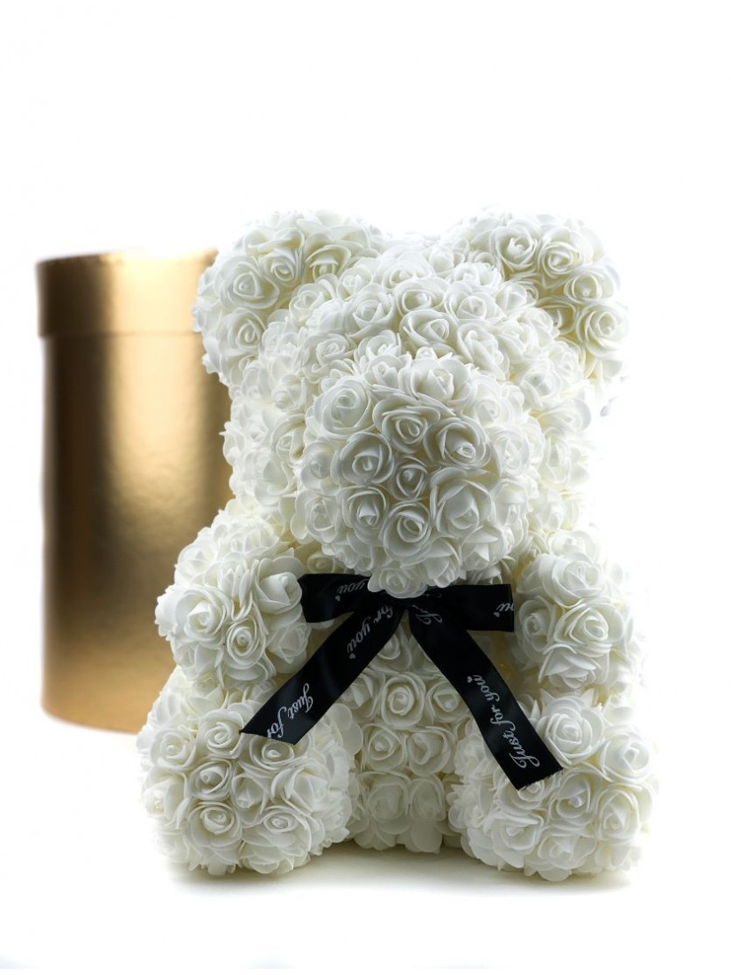 Fehér habrózsából készült mackóforma, fekete szalaggal, üzenettel, díszdobozban