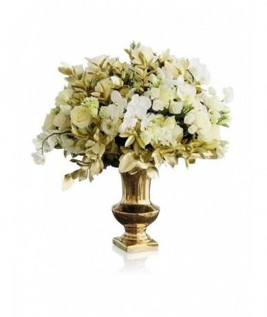 Hatalmas fehér-arany elegáns csokor orchideából és rózsából, arany vázában