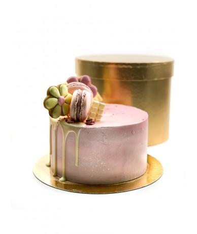 Kis rózsaszín torta díszítve