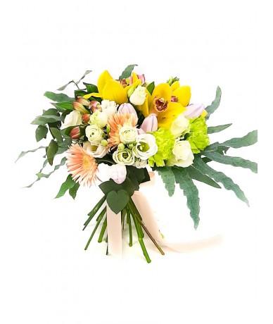 elegant creamy flower bouquet
