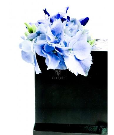 Virágdoboz stílusos fiús virágokból stílusosan pénzzel