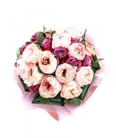 Fine cream bouquet from roses