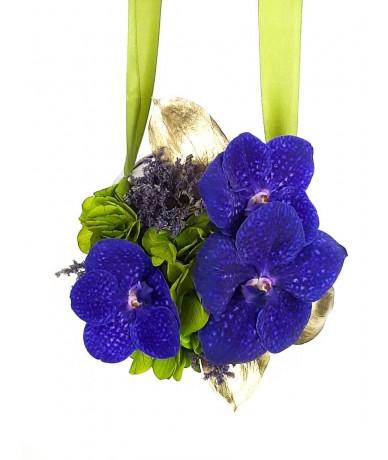 Modern ballagási tarisznya kék virágokkal