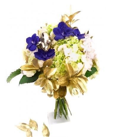 Luxury graduation bouquet with gold piggy bank